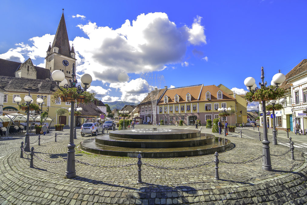 There is life and a few kilometers from Sibiu. The quietness and comfort of Cisnadie