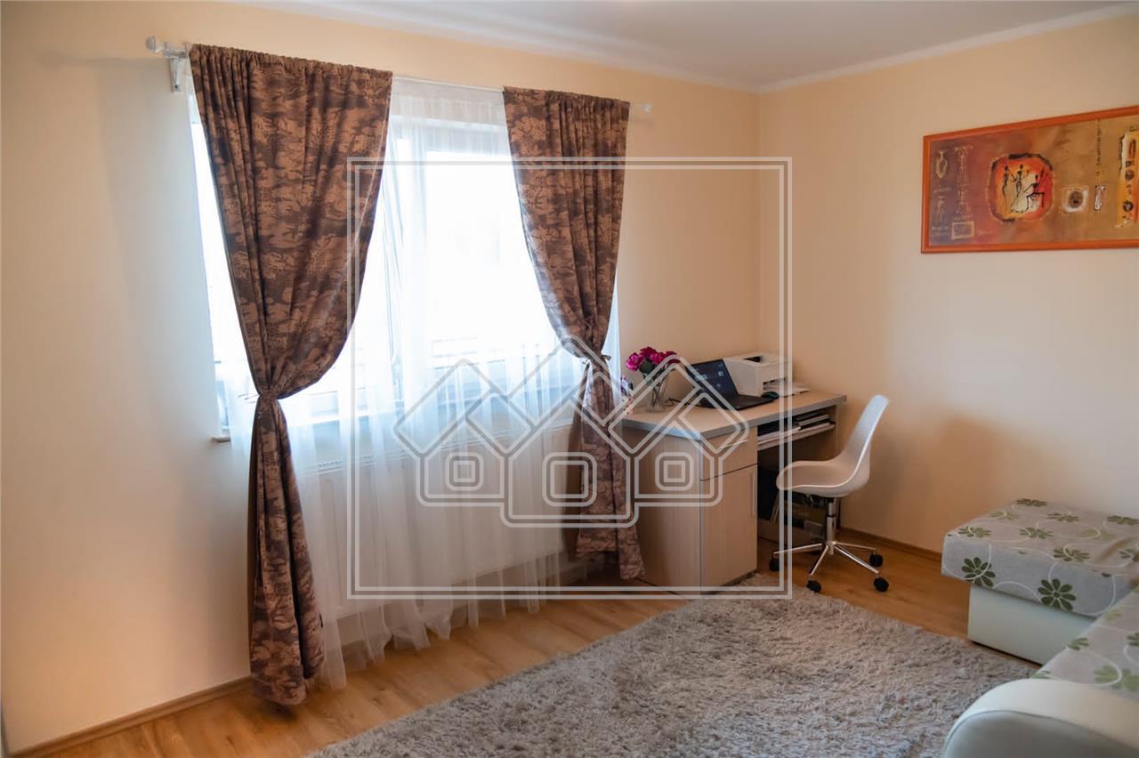 Wohnung zu verkaufen in Sibiu - 4 Zimmer, 2 B?der und 2 Balkone - Cale