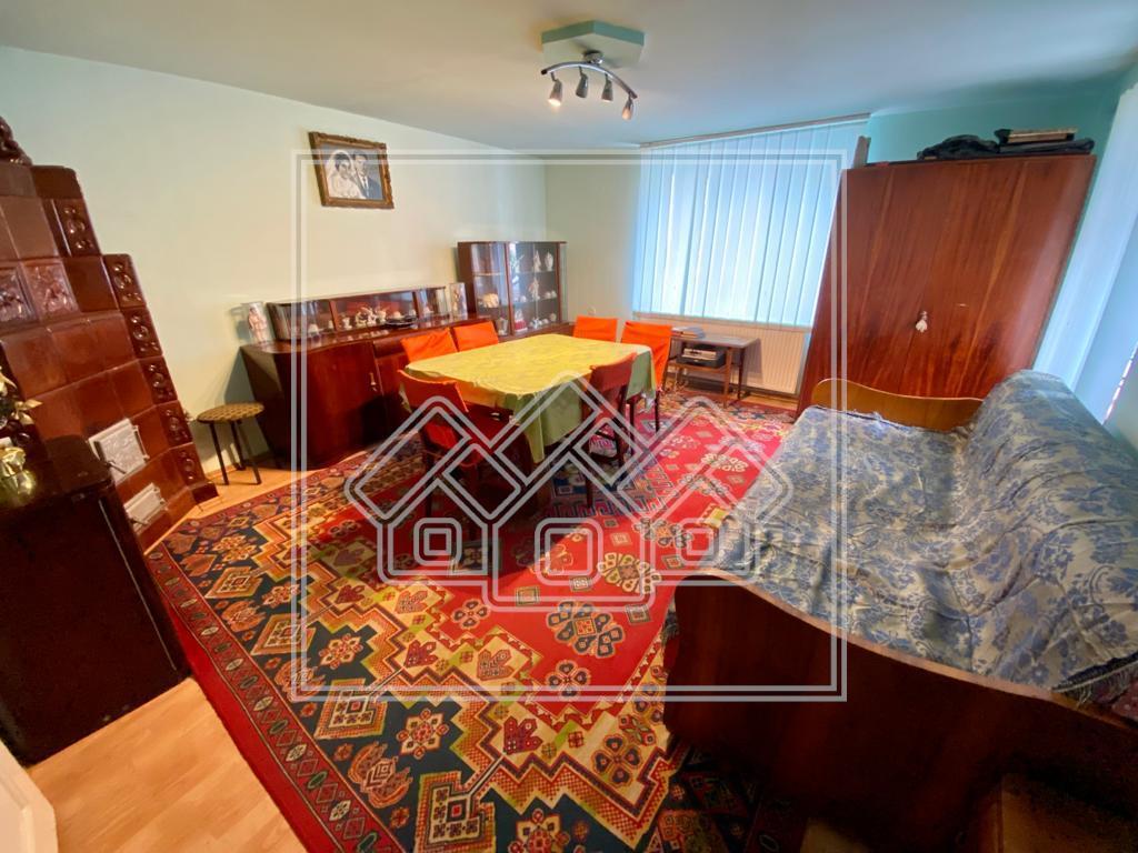 Apartament de vanzare in Sibiu - 2 camere si magazie - Central
