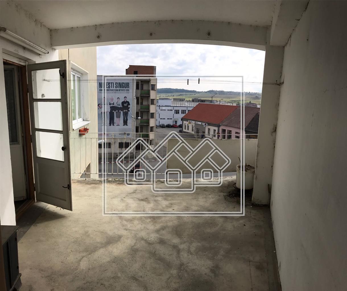 Apartament 2 camere de vanzare in Cisnadie - zona Centrala
