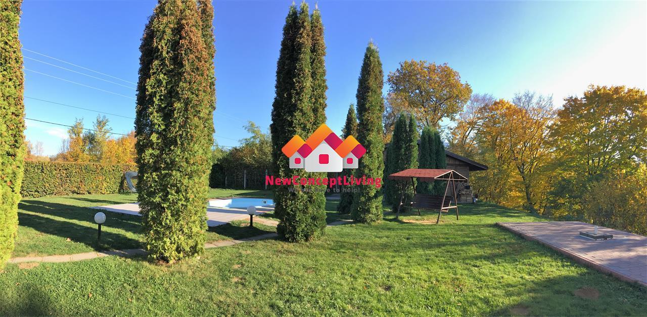 Casa de vanzare in Valea Avrigului - 6 camere cu piscina si teren