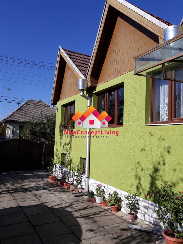 Casa cu 4 camere de vanzare in Sibiu - Garaj si Curte de 700 mp