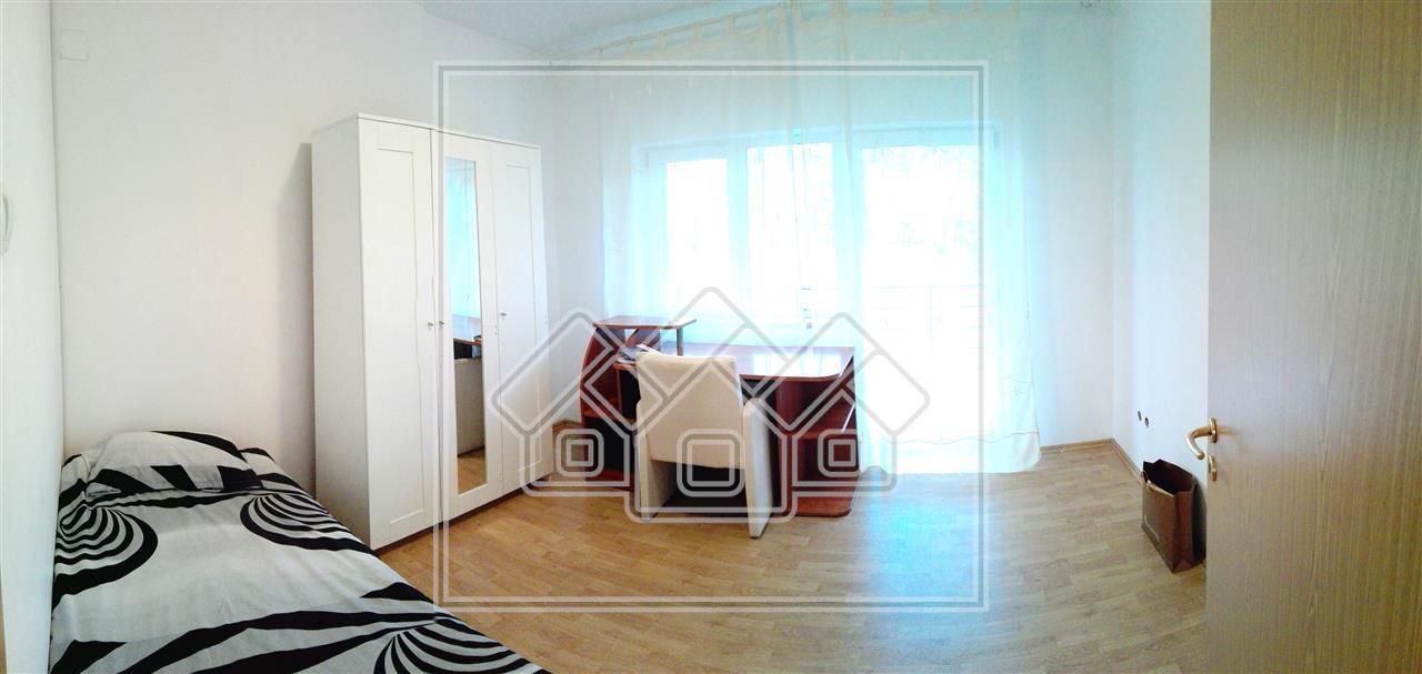 Apartament 3 camere de inchiriat in Sibiu, 2 bai, etaj 2