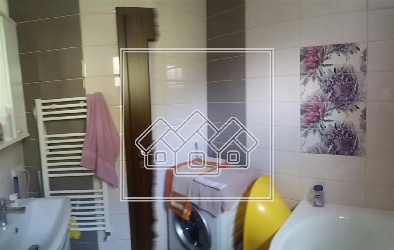 Wohnung zu verkaufen Sibiu - 3 Zimmer - freistehend mit Garten