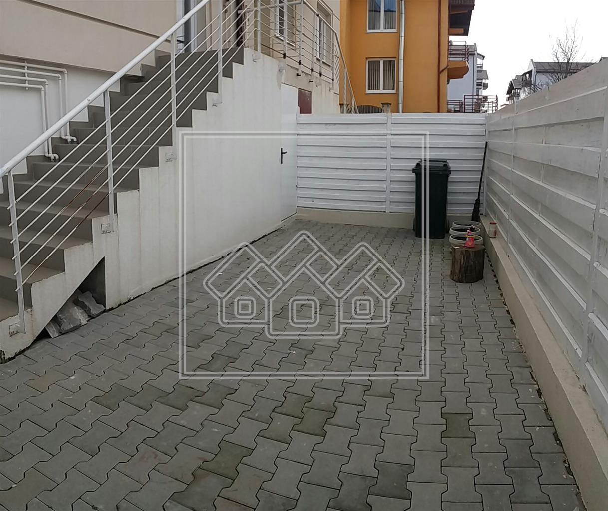 Apartament de vanzare Sibiu - 3 camere - decomandat cu gradina