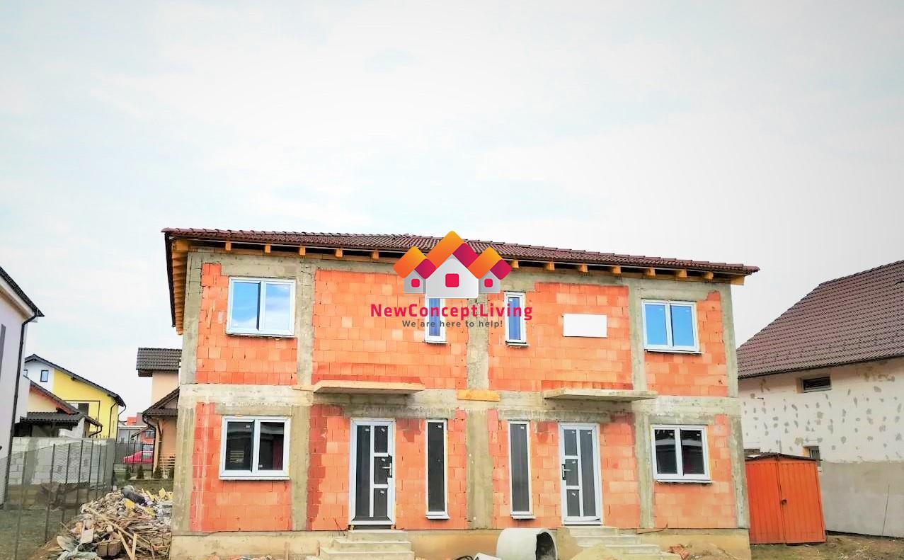 Casa de vanzare in Sibiu - strada pavata si iluminat stradal