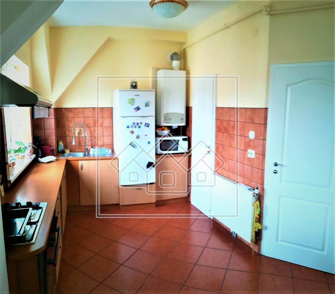 Apartament de vanzare in Sibiu(Mansarda)- 3 camere - zona C.Dumbravii