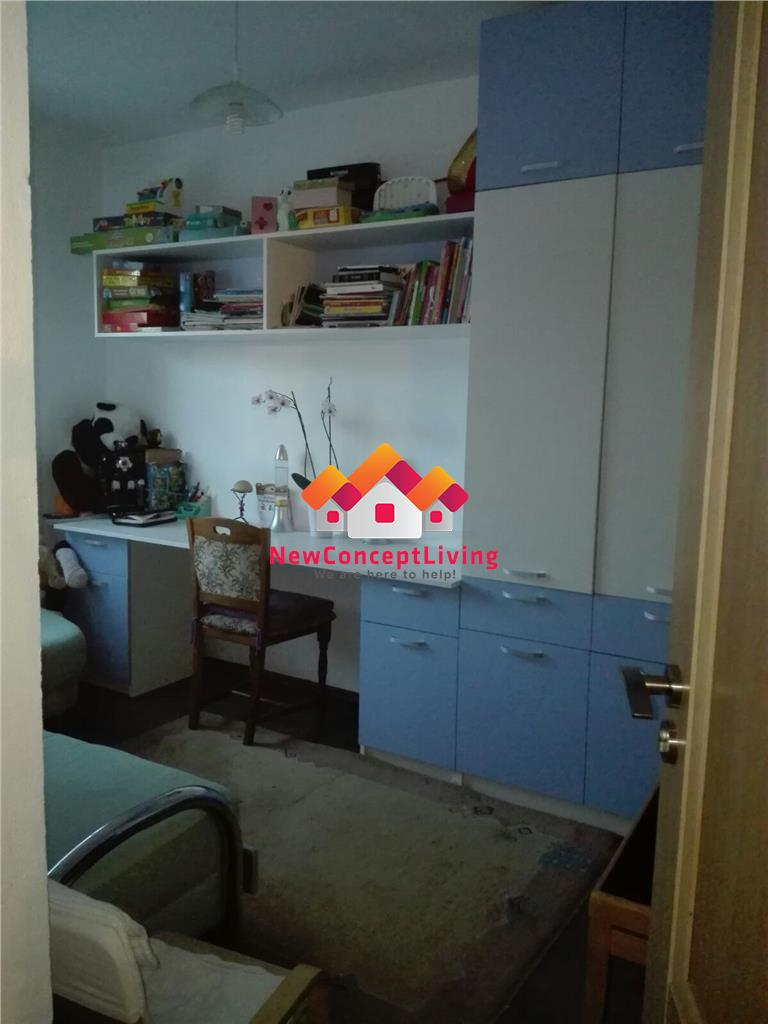 Apartament de vanzare - 3 camere- decomandat - mobilat si utilat
