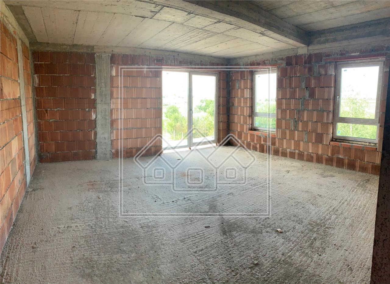 Apartament de vanzare in Sibiu cu 3 camere Etaj 1 cu Balcon de 18 mp