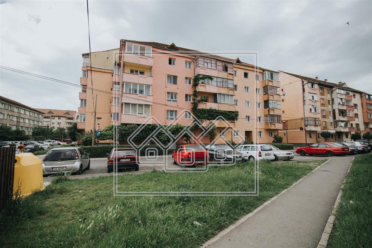 Apartament de vanzare in Sibiu - 3 camere , 2 bai, 2 balcoane, pivnita