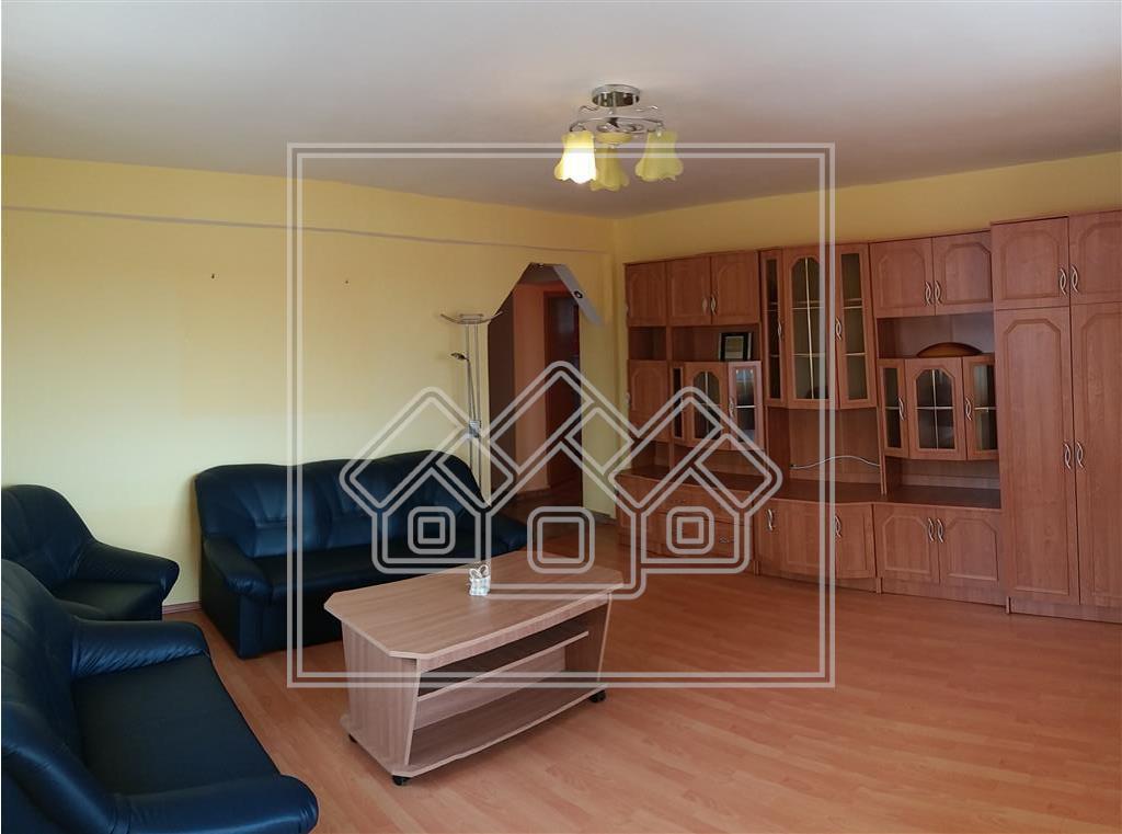 Apartament 3 camere de inchiriat - mobilat - zona Ștrand