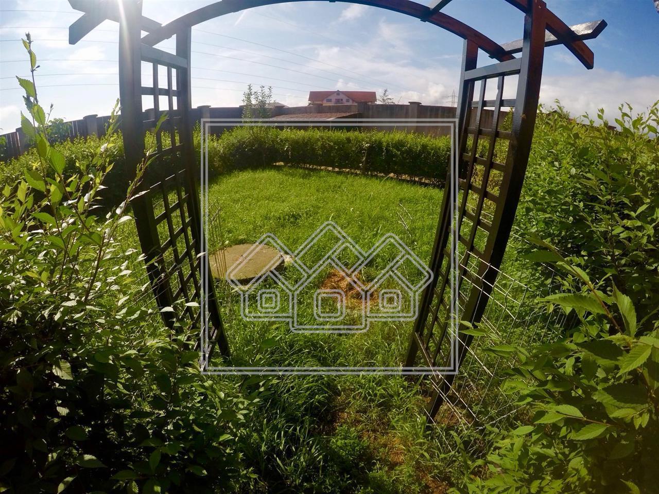 Casa invidivuala de vanzare in Sibiu cu 5 camere + 450 mp teren