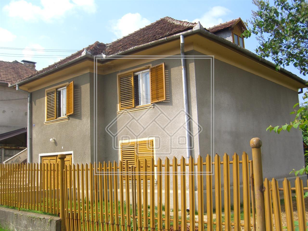 Casa de vanzare in Victoria - oras Victoria - teren 1042 mp