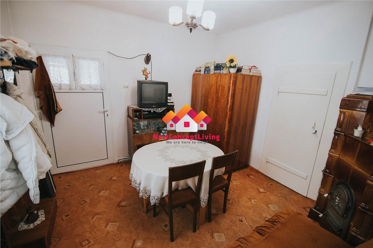 Casa de vanzare in Sibiu - 6 camere - curte individuala