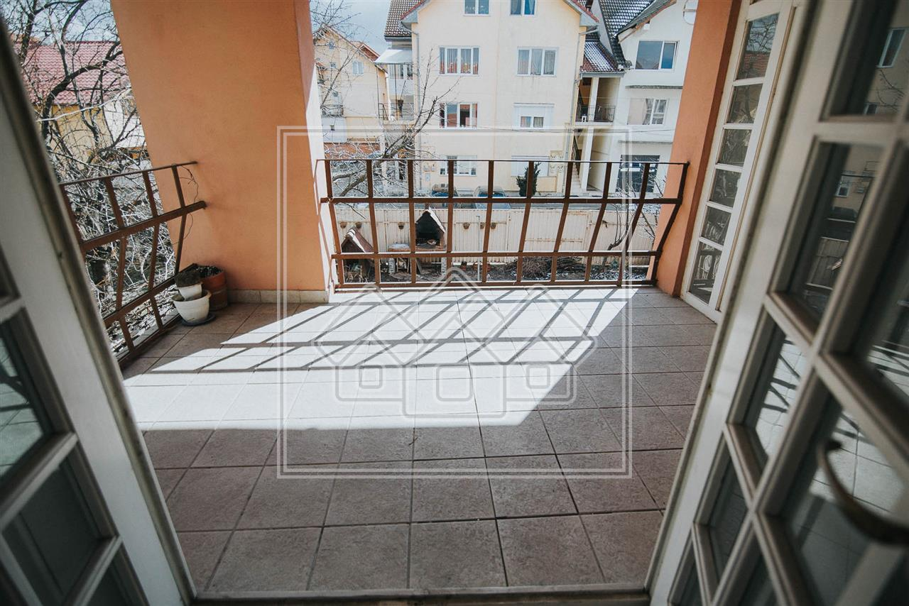 Casa de vanzare in Sibiu - Garaj si Carport - 2 Fronturi la Strada