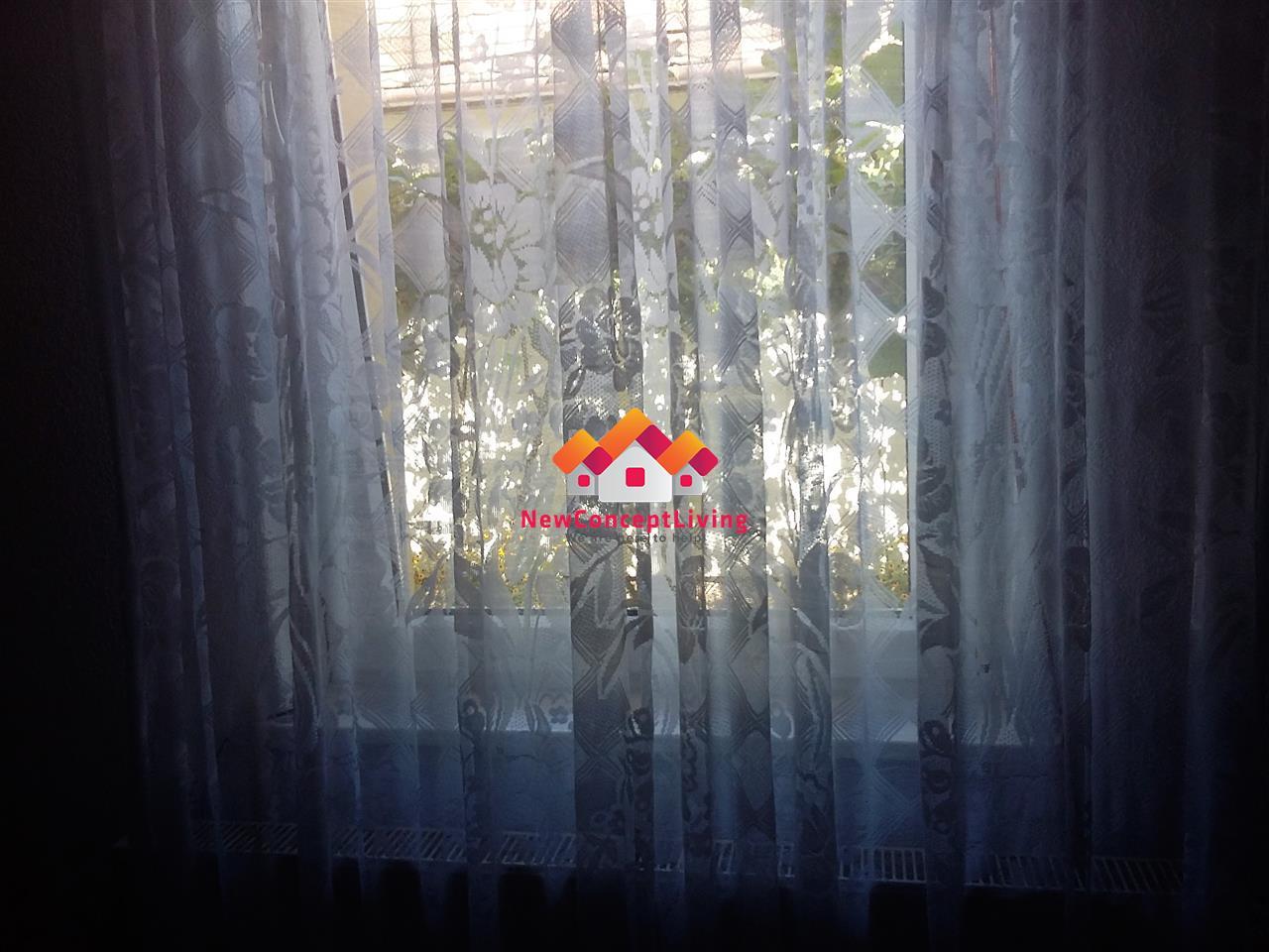 Casa de vanzare SINGUR IN CURTE INTABULATA 7 camere 2 bai 266 mp utili