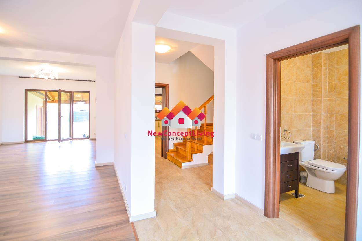 Casa de vanzare in Sibiu - curte libera generoasa si pod mansardat