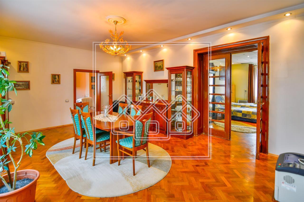 Apartament de vanzare in Sibiu, la casa, 4 camere -CENTRAL -