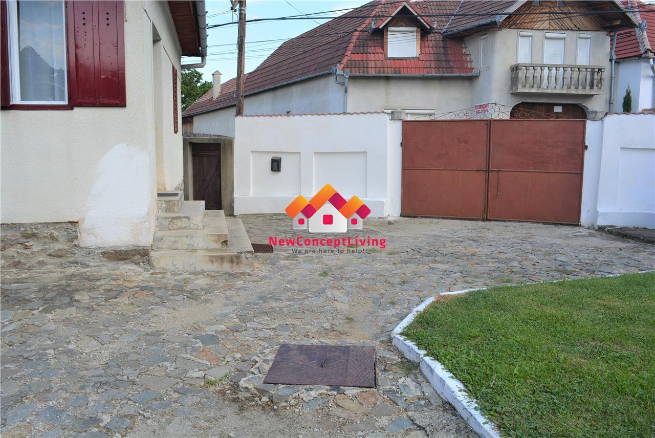 Casa de vanzare Sibiu - Saliste - Teren 1500 mp, curte amenajata