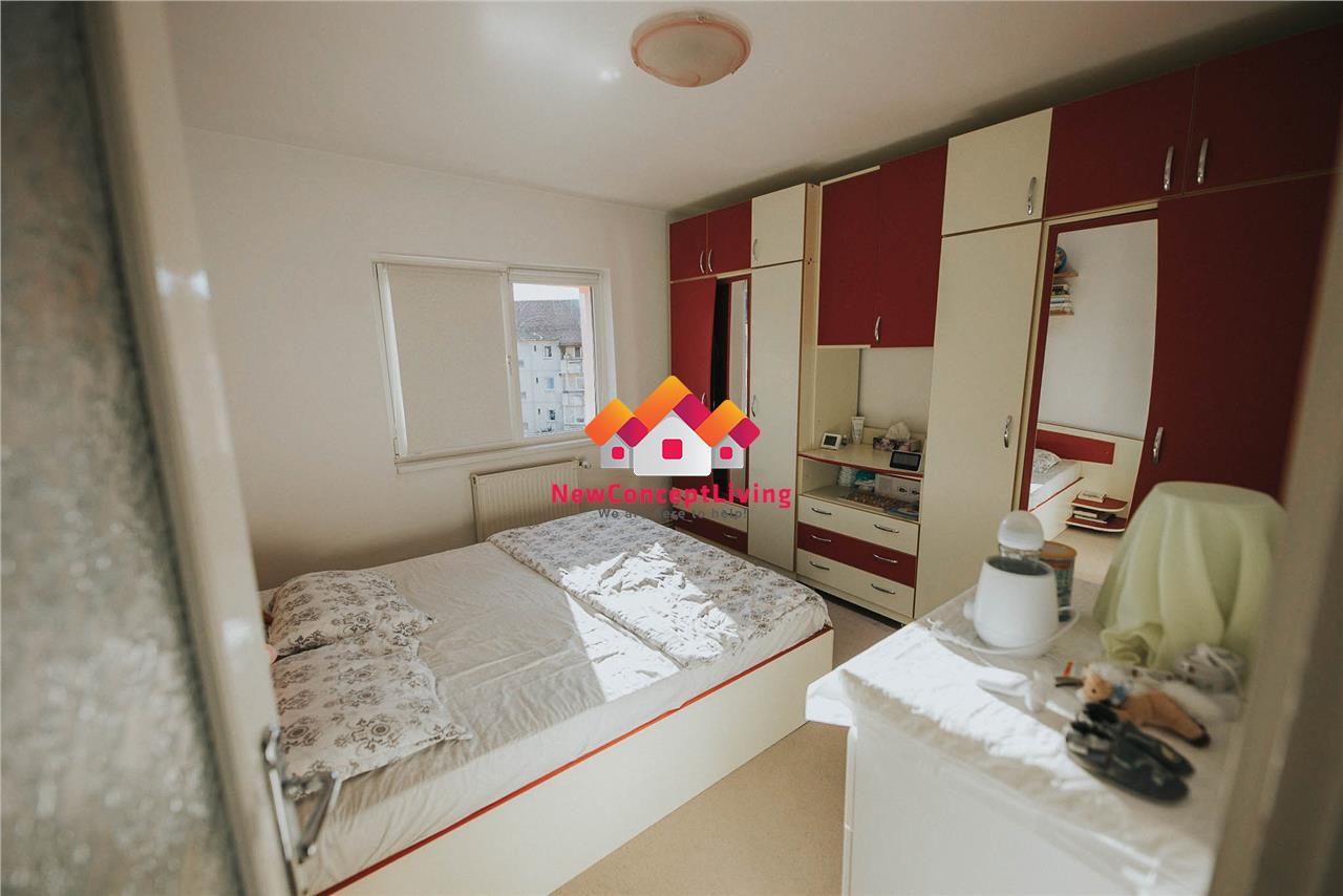 Apartament de vanzare in Sibiu - 3 camere - decomandat - pivnita + pod