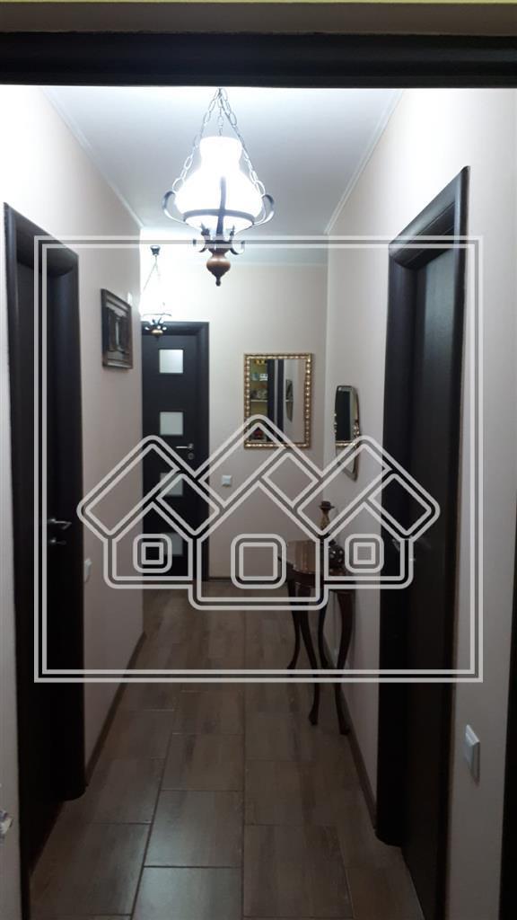 Apartament de vanzare in Sibiu-3 camere si 3 balcoane-etaj intermediar