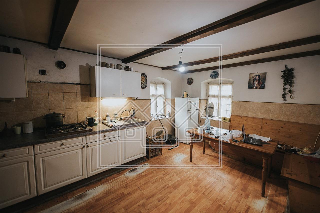 Casa de vanzare in Sibiu - sat Amnas - teren mare - casa Saseasca