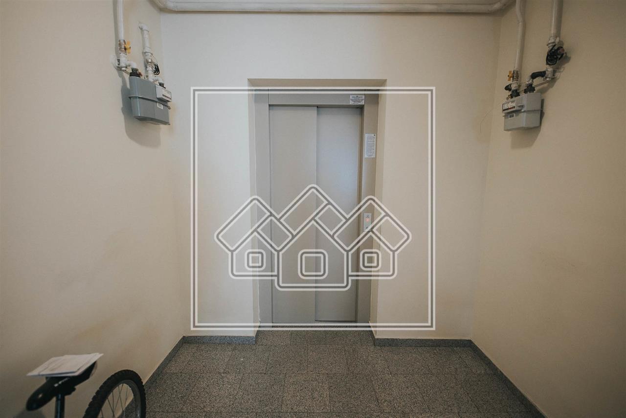 Apartament 5 camere de vanzare in Sibiu, zona si imobil DE LUX