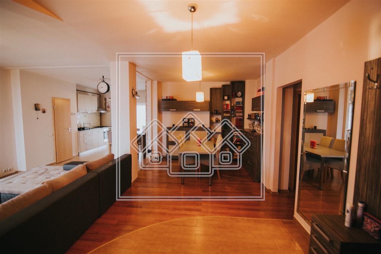 Apartament de vanzare in Sibiu - 3 camere si garaj - zona C.Poplacii
