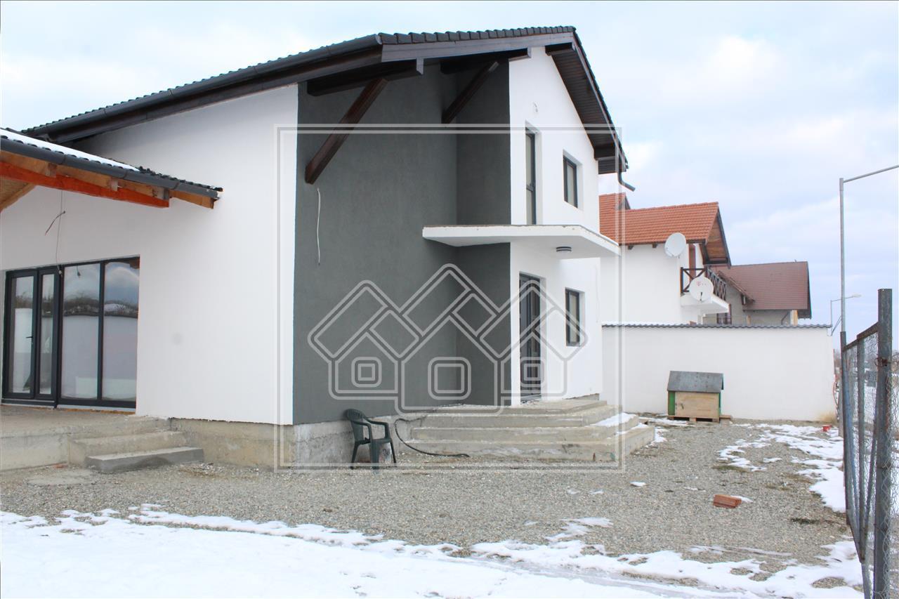 Casa de vanzare in Sibiu - 4 camere cu Teren si Terasa Generoasa