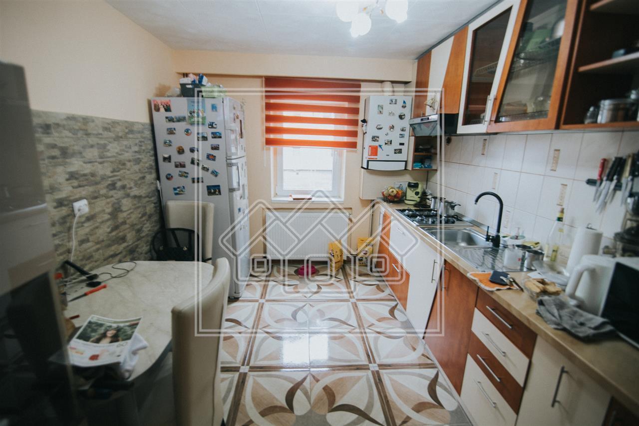 Apartament de vanzare in Sibiu Turnisor -3 camere-bucatarie separata
