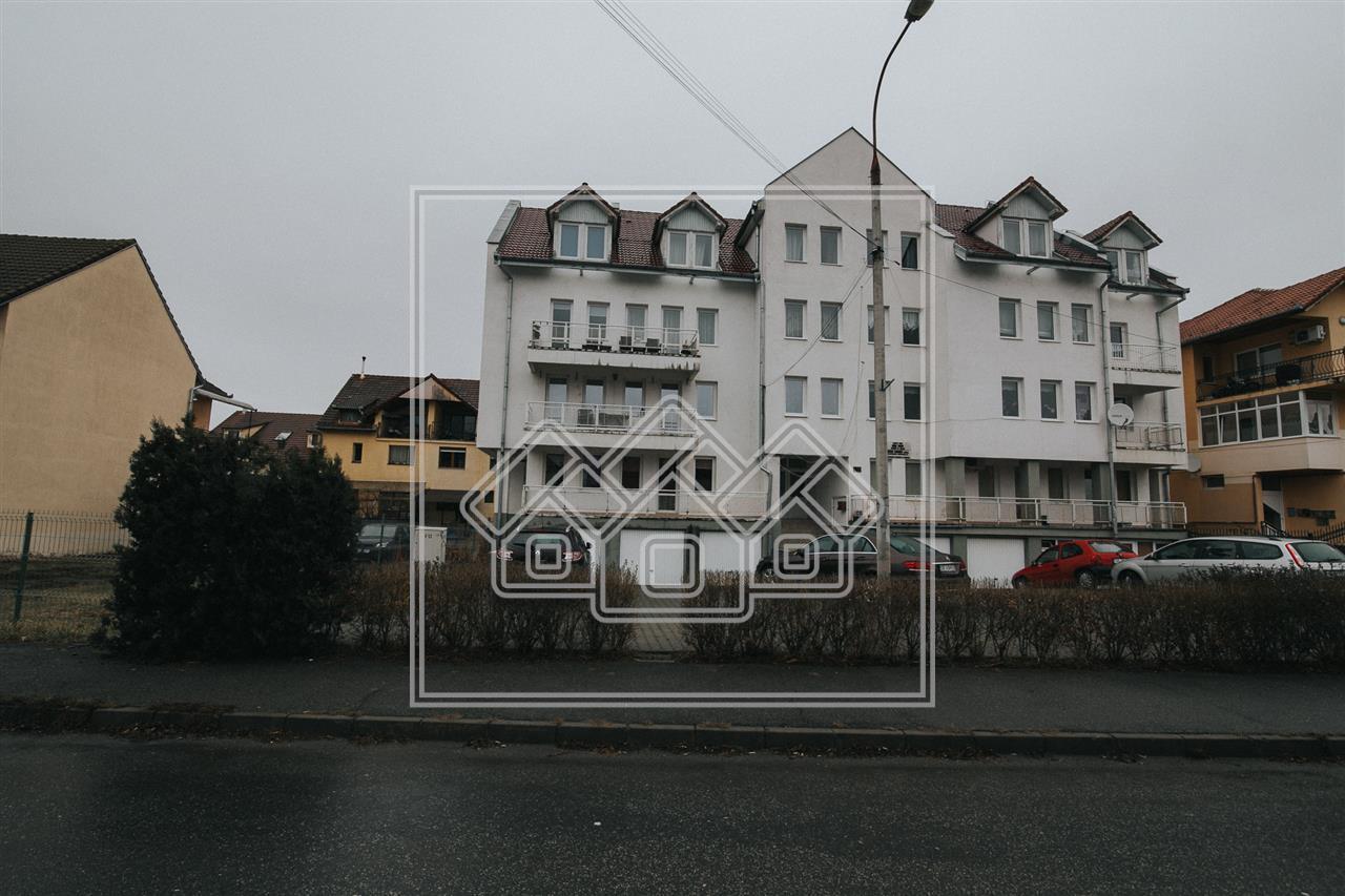Apartament de inchiriat cu 3 camere - zona Strand