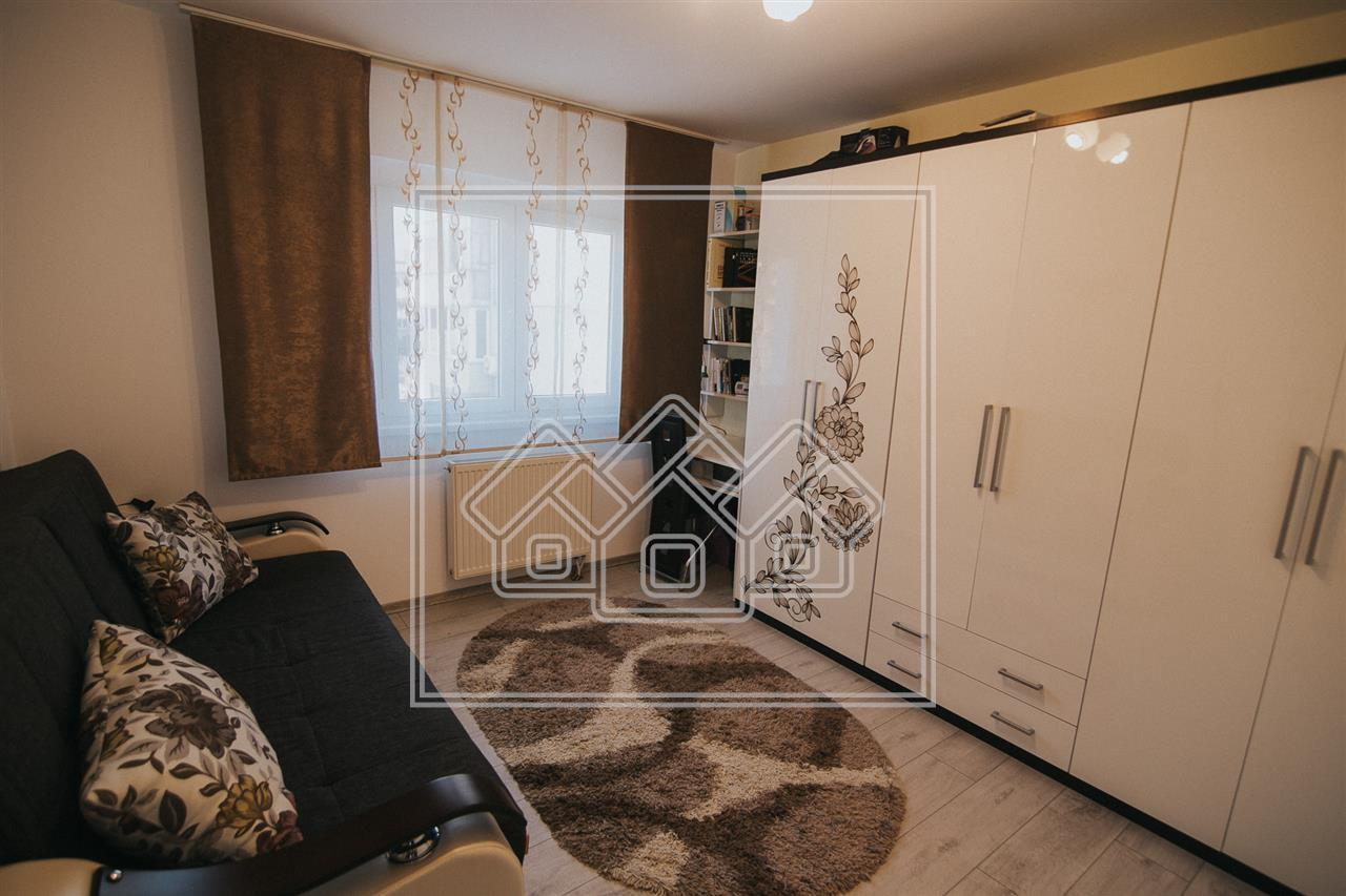Apartament de vanzare in Sibiu - 2 camere cu pivnita- etaj intermediar