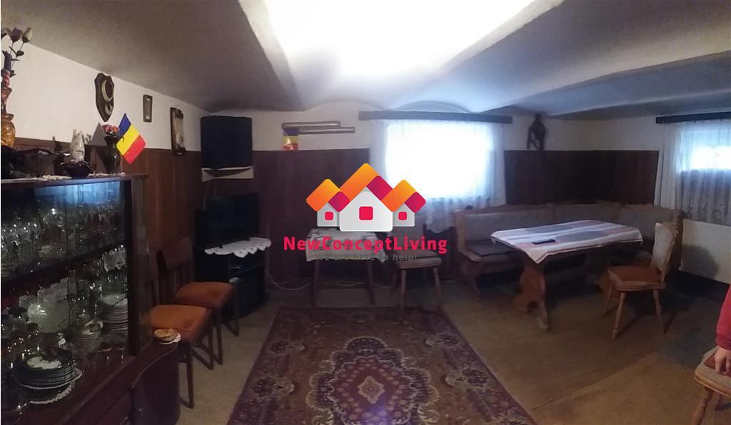 Casa 5 camere + garsoniera separata si curte - Zona Centrala