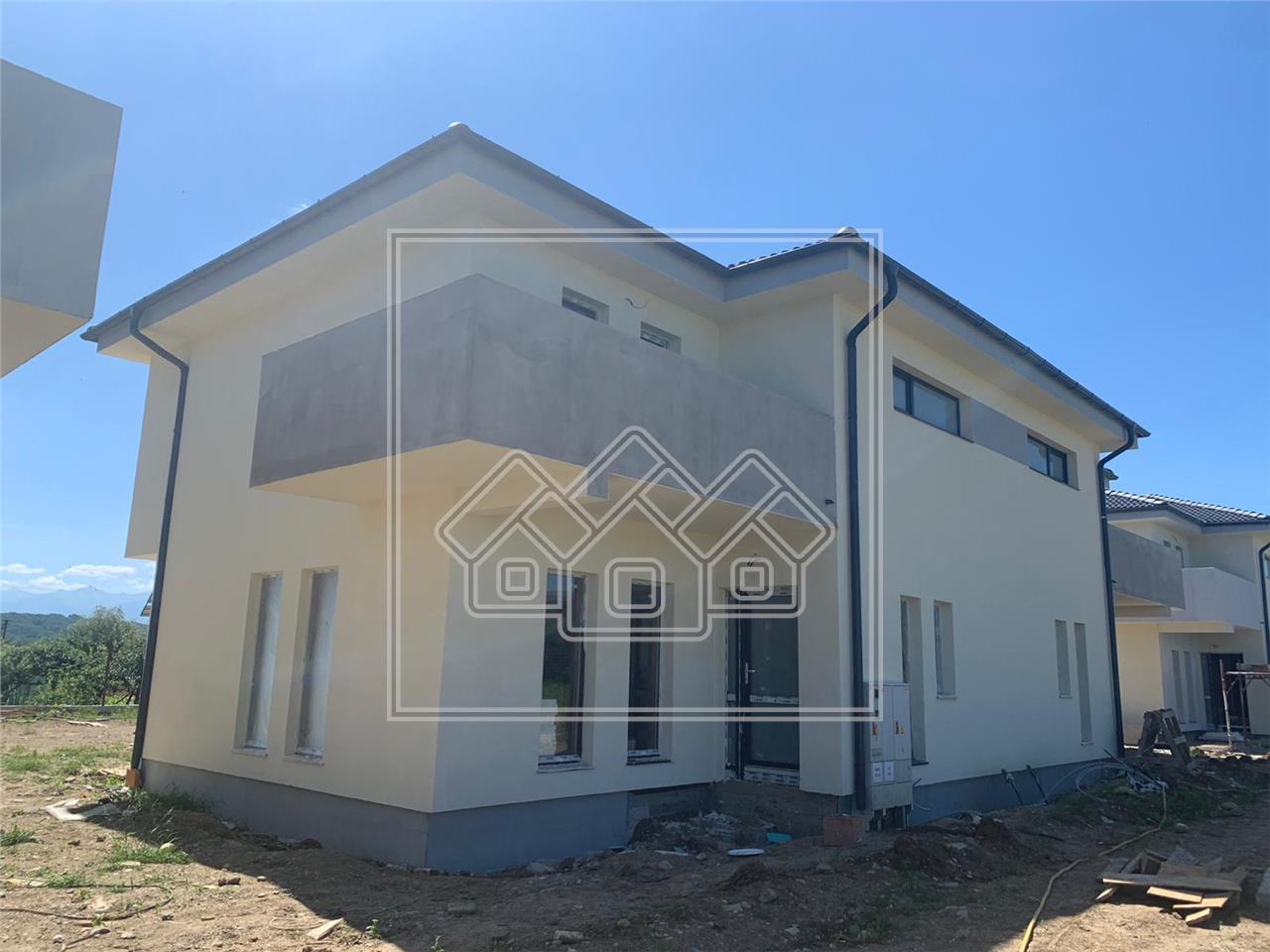Casa de vanzare in Sibiu - Gradina Partial Pavata si Imprejmuita