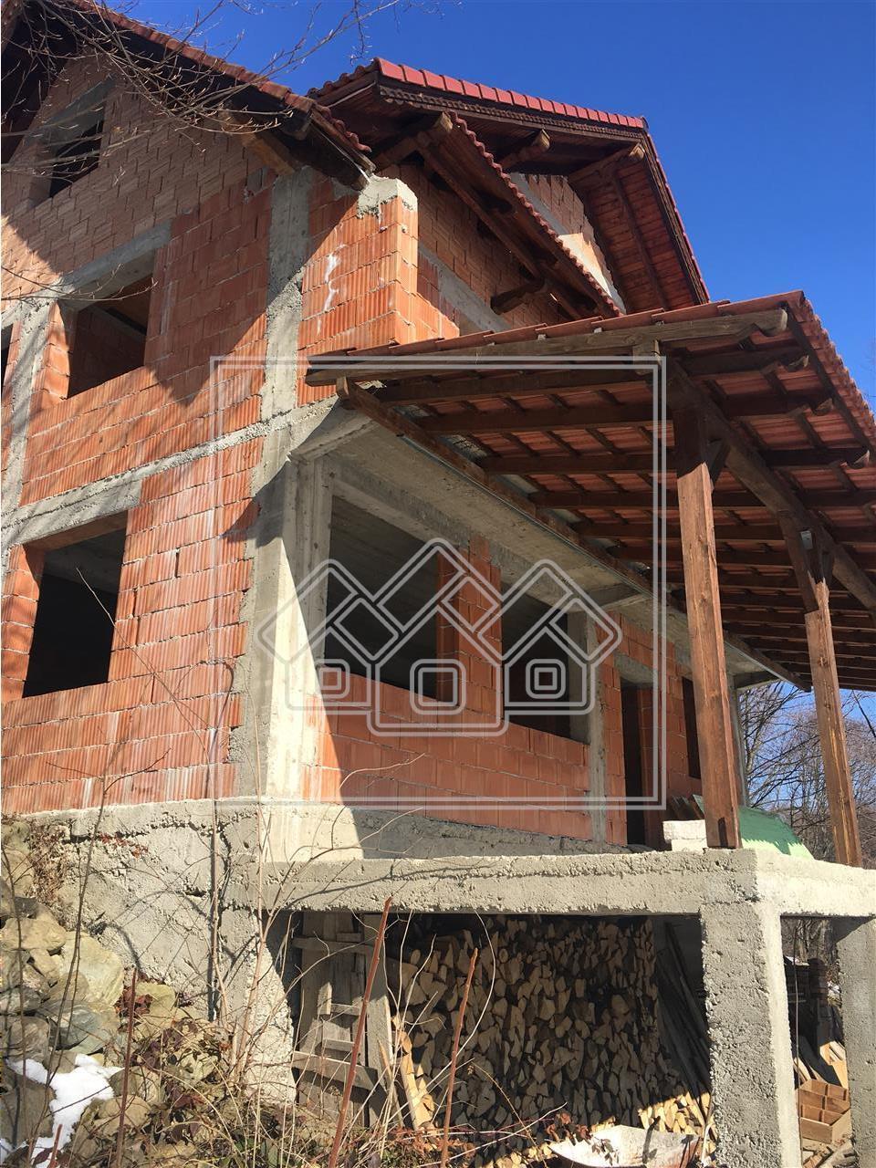 Vila de vanzare in Avrig - casa de vacanta sau pensiune