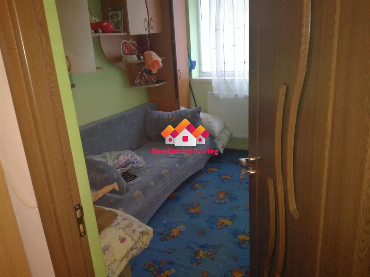 Apartament de vanzare 3 camere zona Cedonia