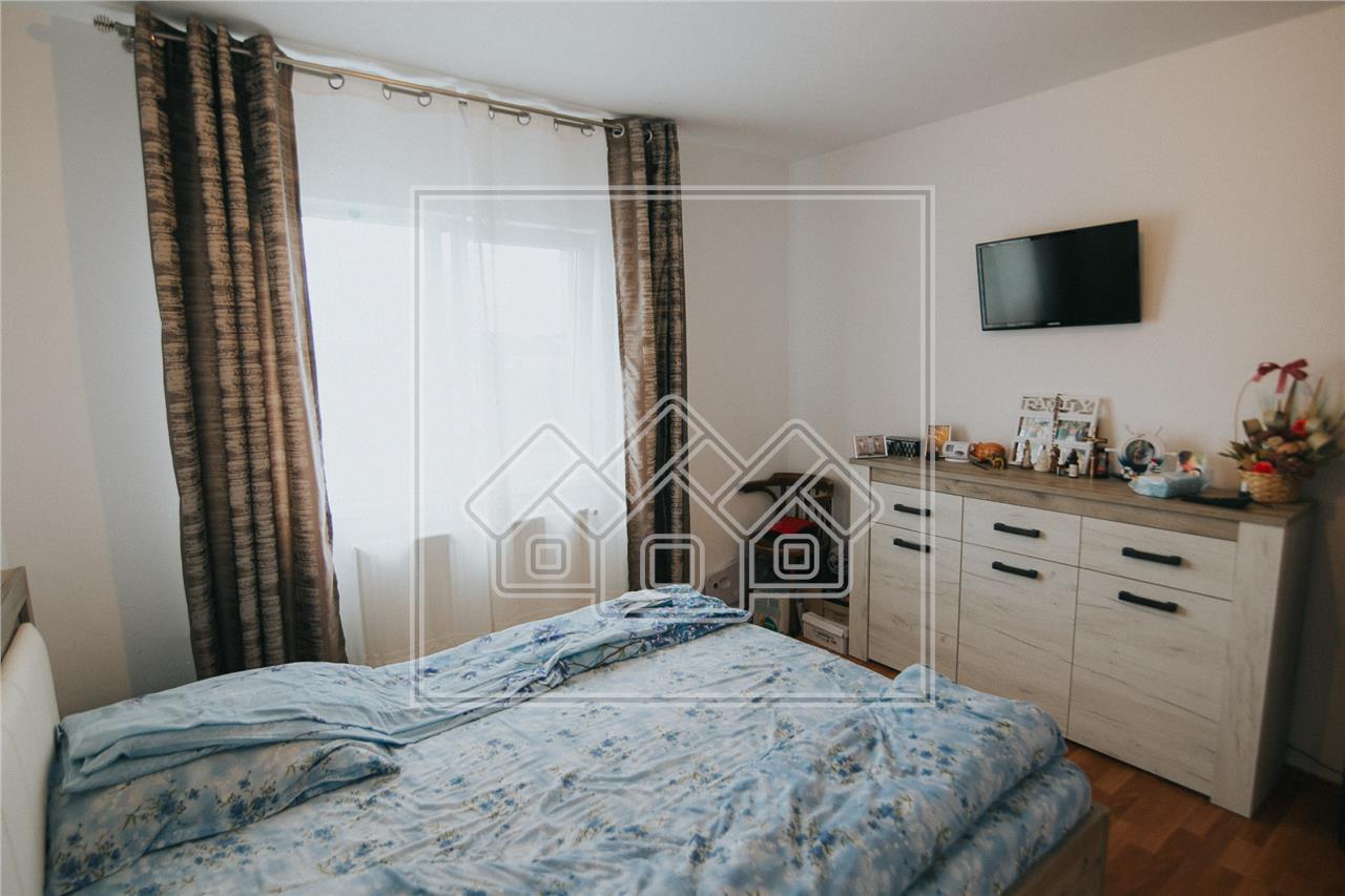 Apartament de vanzare in Sibiu -2 camere si balcon-Zona V. Aron