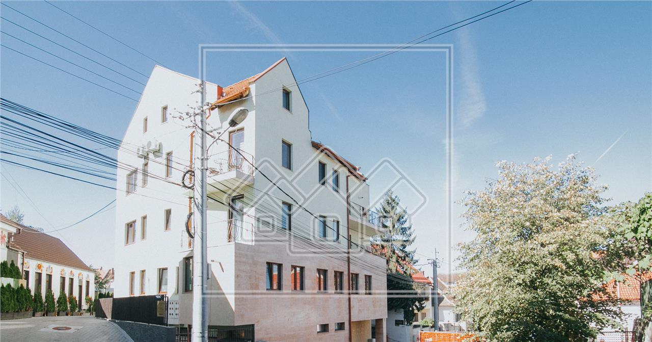 Spatiu comercial/ birou/ salon de inchiriat in Sibiu, central