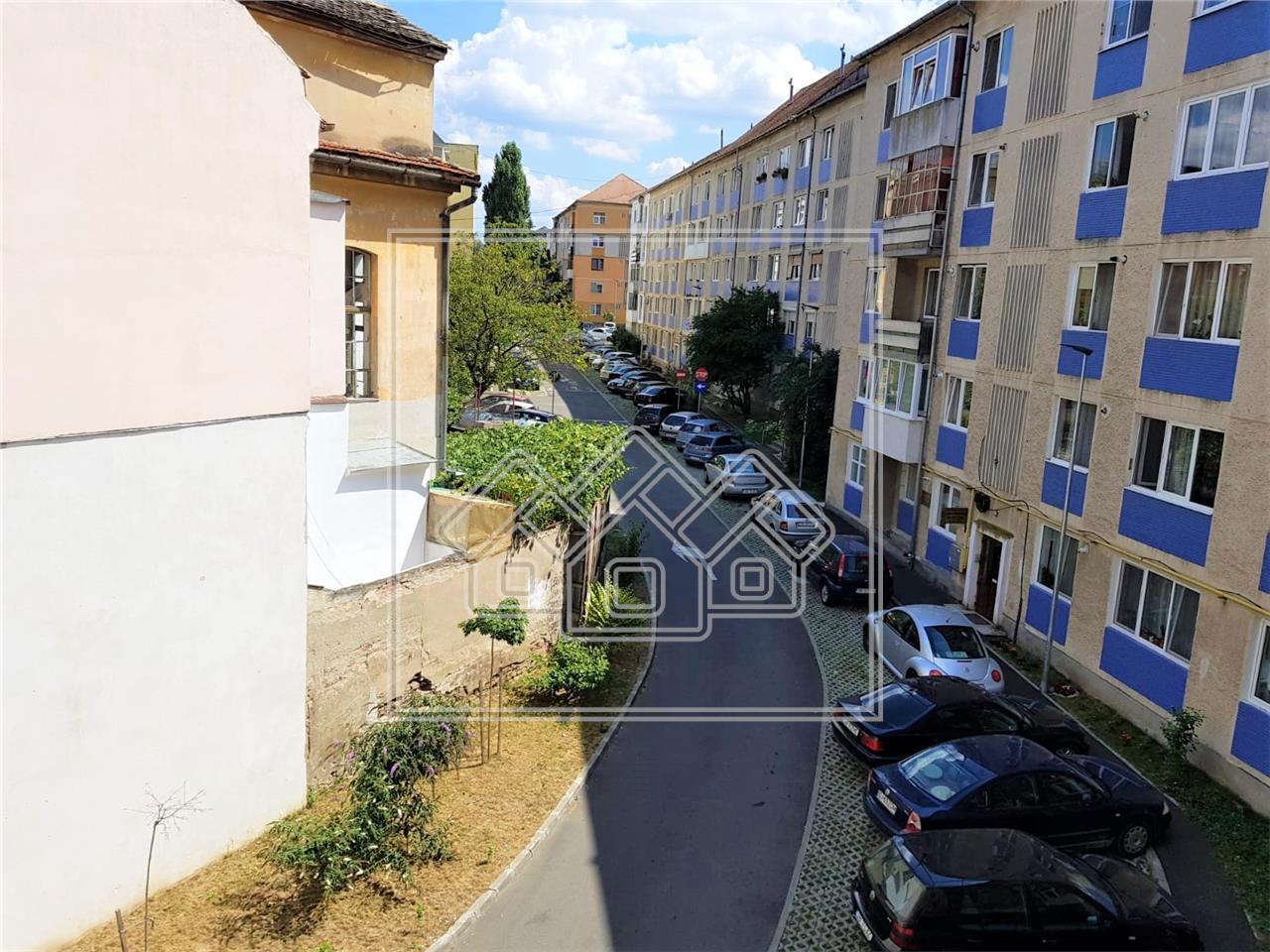 Apartament de inchiriat in Sibiu - 2 camere si 2 balcoane -Z. Centrala