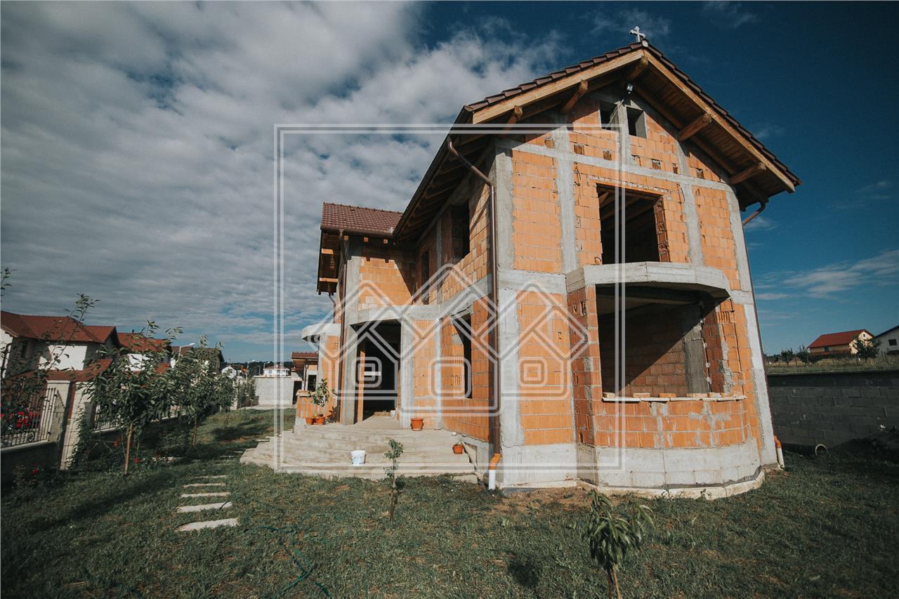 Casa de vanzare in Sibiu - 5 camere si 3 bai - 1000 mp curte libera