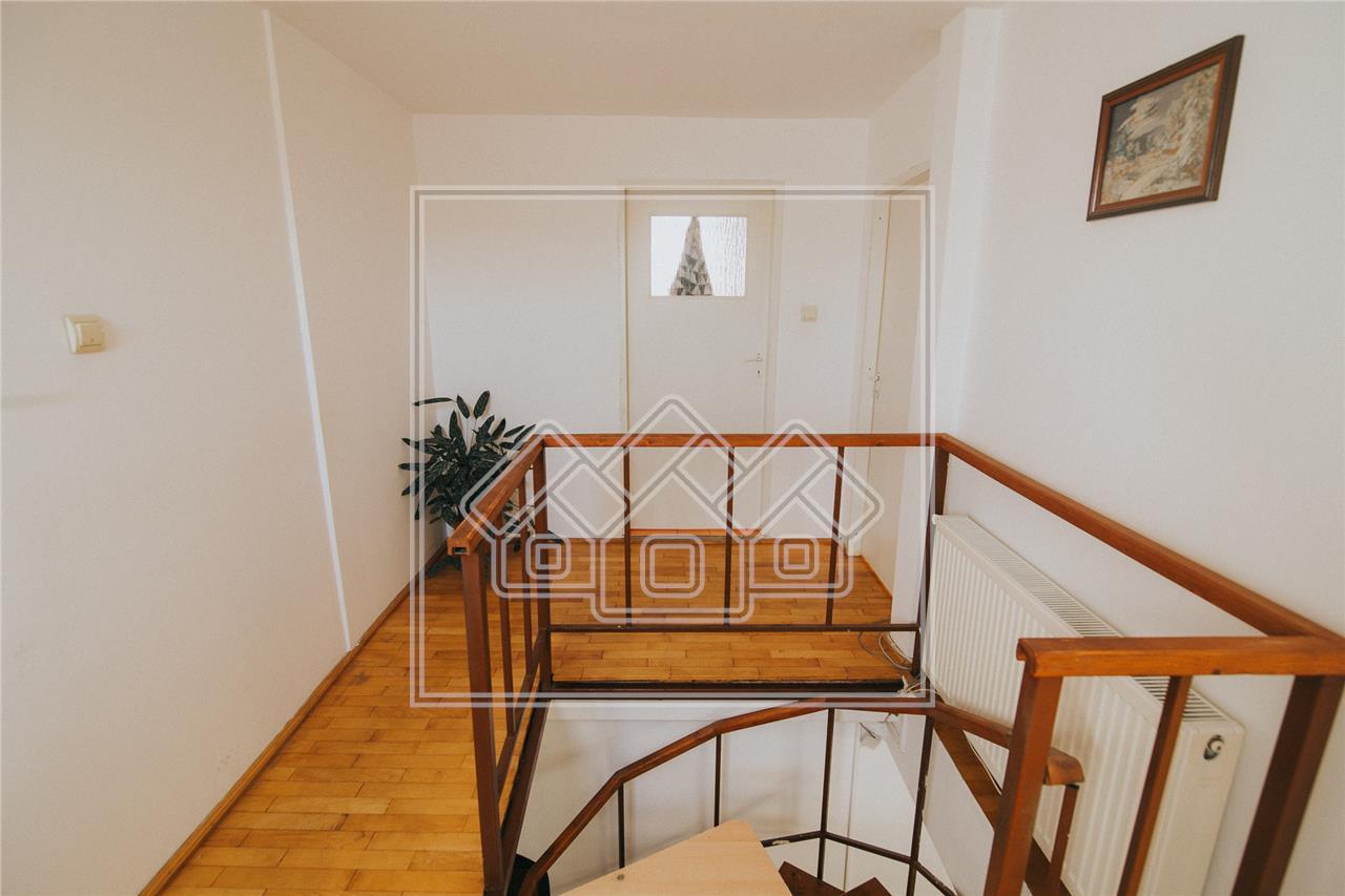 Mansarda de vanzare in Sibiu-3 camere si 2 bai, Zona Valea Aurie