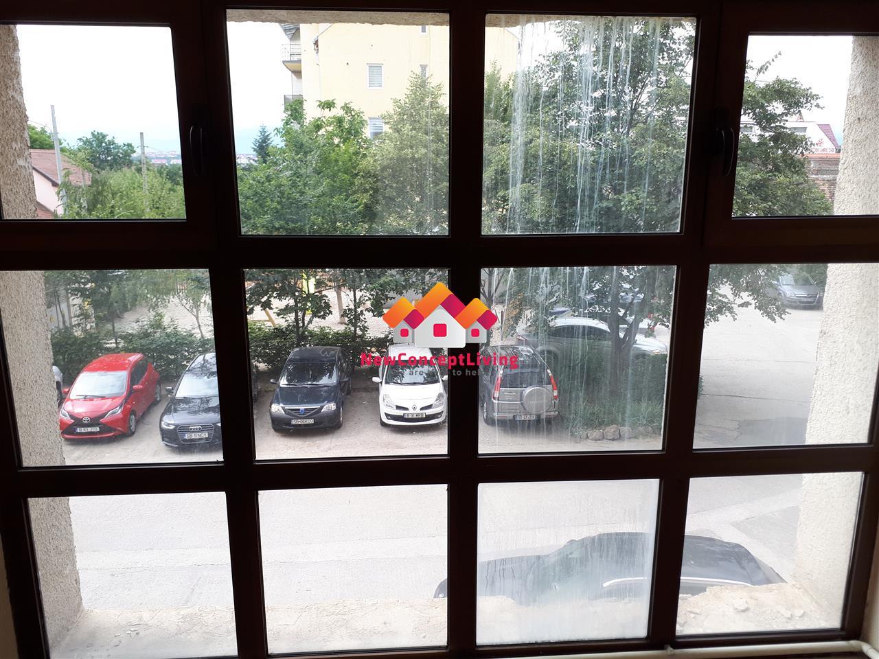 Spatiu comercial - La strada - Pretabil Birouri