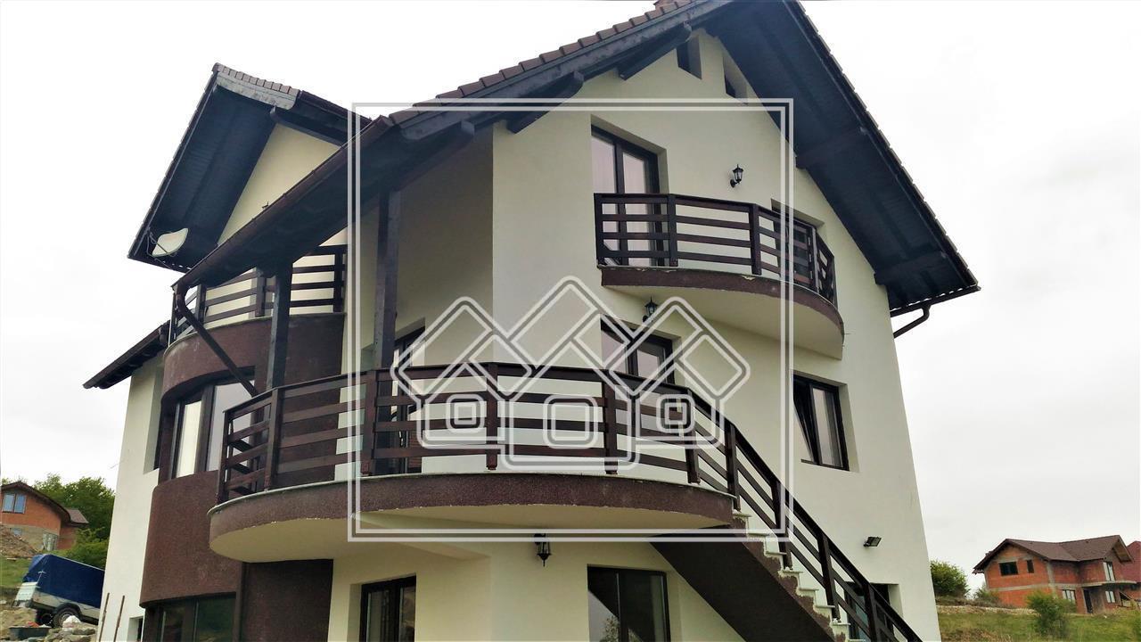 Casa de vanzare in Sibiu -curte proprie -design modern- zona linistita