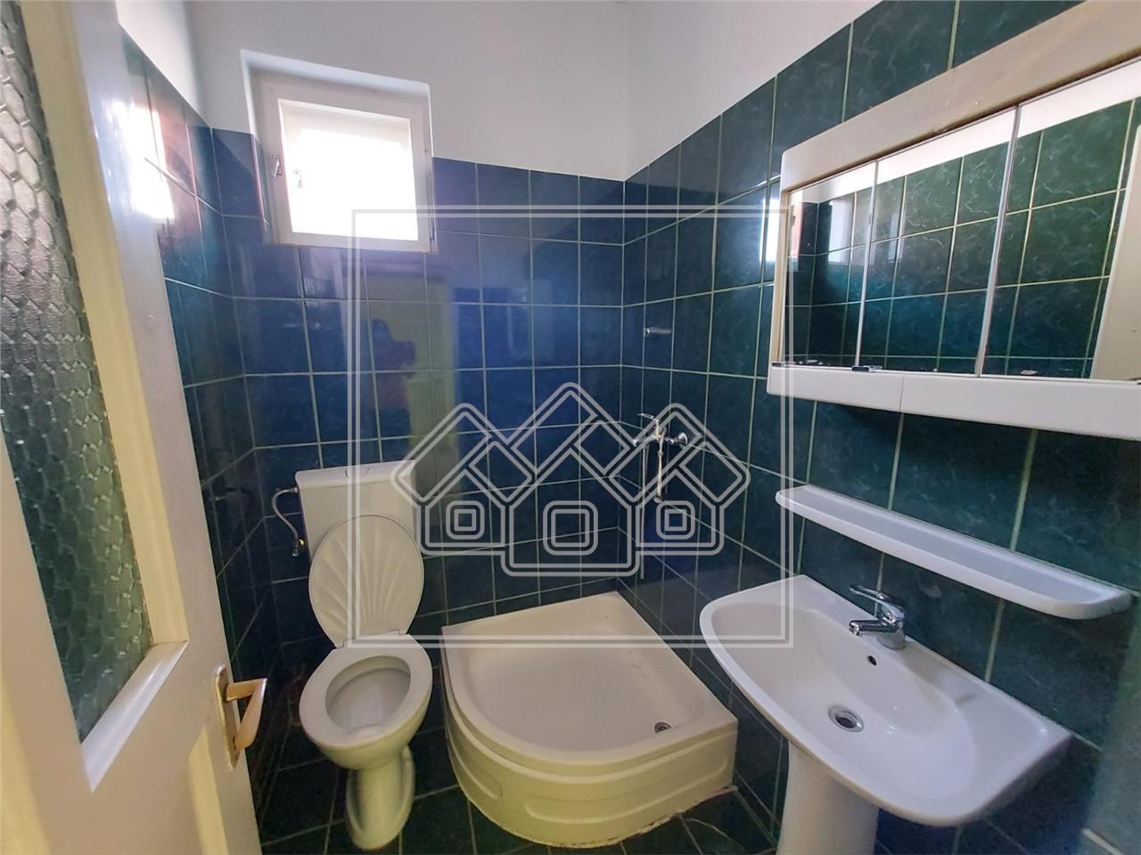 Casa de inchiriat in Sibiu 2 camere 2 bai terasa de 35mp  pivnita