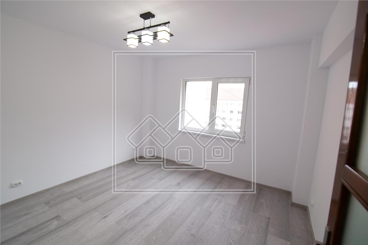 Apartament de vanzare in Sibiu - 4 camere, 2 bai, 2 balcoane - Strand
