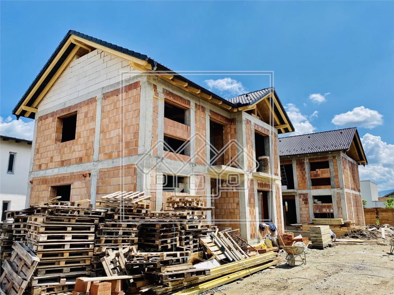 House for sale in Sibiu  - individual - carport - private street