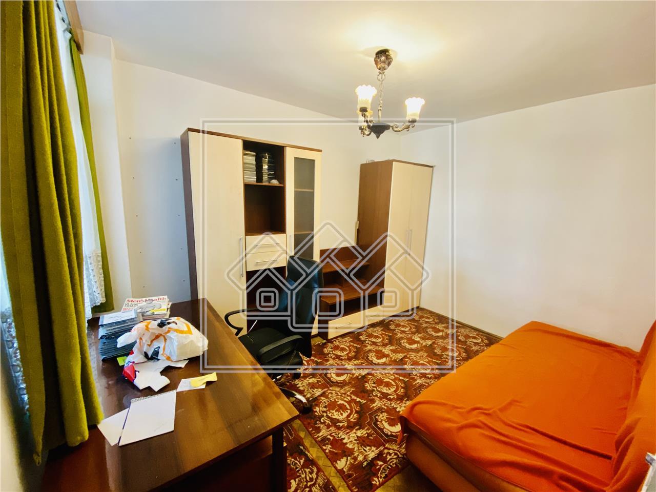 Apartament de vanzare in Sibiu -3 camere cu 2 balcoane- Zona Centrala