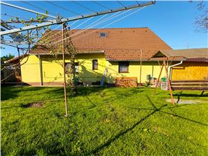 Casa de vanzare in Sibiu - 3 camere, 1330 mp teren - zona Vasile Aaron