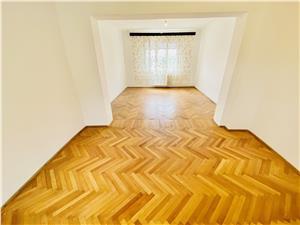Casa de vanzare in Sibiu - cu 4 camere si garaj - Zona Piata Cluj