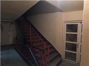 Apartament de vanzare in Sibiu 3 camere DECOMANDAT, 2 bai, 2 balcoane